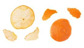 Las partes de la mandarina pelan aislado en el fondo blanco Fotografía de archivo libre de regalías