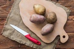 Las patatas crudas Foto de archivo