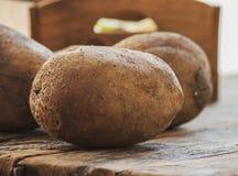 Las patatas se cierran para arriba foto de archivo libre de regalías