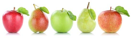 Las peras de las manzanas de la fruta de la pera de Apple dan fruto en fila aislado en blanco Foto de archivo libre de regalías