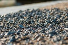 Las piedras de una playa, piedras de Sun abandonaron imagenes de archivo