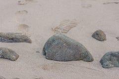Las piedras en textura del arena de mar de la arena del primer de piedra del fondo equiparan Foto de archivo