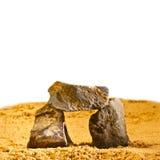 Las piedras oscilan en el jardín de la textura de la arena del desierto Foto de archivo libre de regalías