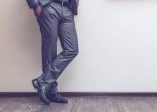 Las piernas del hombre de negocios Imagen de archivo