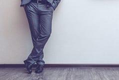 Las piernas del hombre de negocios Foto de archivo libre de regalías