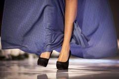 Las piernas del modelo de Sofia Fashion Week foto de archivo