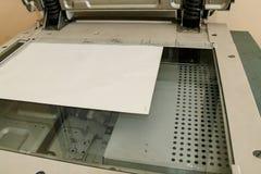 Las piezas de la copiadora, fotocopiadora miran desde arriba imágenes de archivo libres de regalías