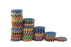 Las pilas de casino saltan en un fondo blanco Fotos de archivo