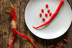 Las pimientas rojas dulces en un blanco plat Fotografía de archivo