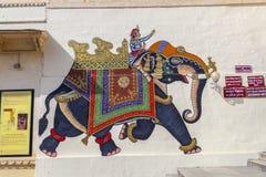 Las pinturas de pared muestran a guerreros en épocas antiguas con los elefantes Imagen de archivo libre de regalías