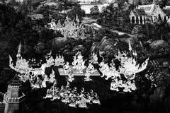 Las pinturas murales de Ramakian Ramayana son pared aislada color blanco y negro a lo largo de las galer?as del templo de la esme fotos de archivo