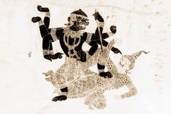 Las pinturas murales de Ramakien Ramayana colorean negro y el oro en el ejemplo blanco de la pared a lo largo del papel pintado d imagen de archivo