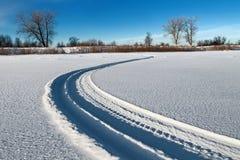 Las pistas de la moto de nieve Fotos de archivo libres de regalías