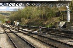 Las pistas ferroviarias del hierro que convergen en North Yorkshire amarran el carril Foto de archivo