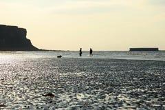 Las playas en Arromanches, Francia del aterrizaje. Imagen de archivo libre de regalías