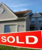Las propiedades inmobiliarias vendieron la muestra y la casa Imagen de archivo