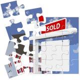 Las propiedades inmobiliarias VENDIERON rompecabezas de la muestra Foto de archivo