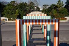 Las puertas coloridas en los niños parquean en Tokio, Japón Imagenes de archivo