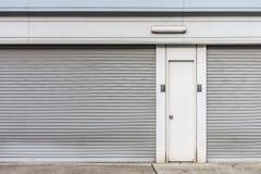 Las puertas de acero de la fábrica Imagen de archivo