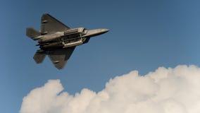 Las puertas de la bahía del rapaz F-22 se abren Imágenes de archivo libres de regalías