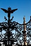 Las puertas del palacio en el cuadrado Imagenes de archivo