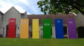 Las puertas del ` s de dios están abiertas a todos, orgullo de LGBT, NJ, los E.E.U.U. imagen de archivo libre de regalías