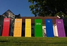 Las puertas del ` s de dios están abiertas a todos, orgullo de LGBT, NJ, los E.E.U.U. Imagen de archivo