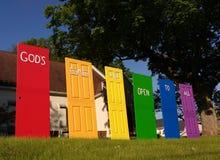 Las puertas del ` s de dios están abiertas a todos, orgullo de LGBT, NJ, los E.E.U.U. foto de archivo