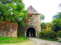 Las puertas del sur de la fortaleza Kastel que se dirige hacia el río de Vrbas imagen de archivo