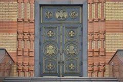 Las puertas a la iglesia Fotos de archivo libres de regalías