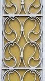 Las puertas reales del hierro de las flores en stree Fotografía de archivo