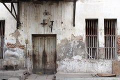 Las puertas y las ventanas alrededor de Kota Lama Old Town, Semarang, Ind Foto de archivo