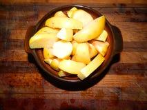 Las rebanadas cocidas rubicundas de membrillo dan fruto para el desayuno Foto de archivo