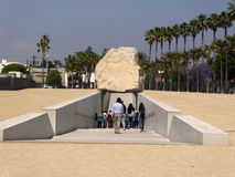 Las reproducciones de la charca y de los animales delante del La Brea Tar Pits y del museo, Los Ángeles, California, circa pueden Imágenes de archivo libres de regalías