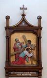las 3ro estaciones de la cruz, Jesús caen la primera vez Imagenes de archivo