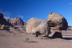 Las rocas de equilibrio gigantes en Lees balsean en Arizona Fotos de archivo libres de regalías