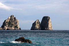 Las rocas de Faraglioni, isla de Capri Fotografía de archivo