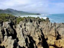 Las rocas de la crepe de Punakaiki en la isla del sur de nuevo Zealan imágenes de archivo libres de regalías