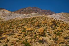 Las rocas del azufre ajardinan, actividad geotérmica, azufre amarillo, temperatura alta imagenes de archivo