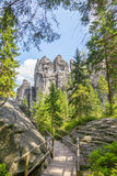 Las rocas en el parque nacional de Adrspach-Teplice oscilan - la República Checa Imagen de archivo