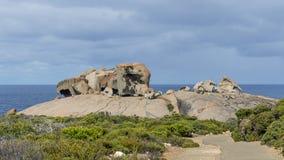 Las rocas notables hermosas contra el cielo azul en el parque nacional de la caza del Flinders, isla del canguro, Australia merid fotografía de archivo libre de regalías