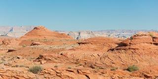 Las rocas rojas acercan al río de Colorado Fotos de archivo