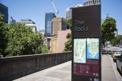 Las rocas, señalización del mapa de calle Fotografía de archivo