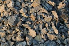 Las rocas texturizan de una mina de piedra en la puesta del sol imágenes de archivo libres de regalías