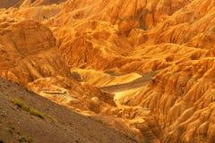 Las rocas y las piedras coloridas anaranjadas - alunizan, las montañas, ladakh, Leh, Jammu Kashmir, la India Fotos de archivo libres de regalías