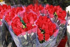 Las rosas coloridas agrupan el phai dep del cho del danh del sabor del qua Imagen de archivo
