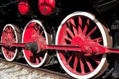 Las ruedas de la locomotora de vapor se cierran para arriba imagen de archivo libre de regalías