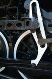 Las ruedas y los engranajes del vapor antiguo entrenan al motor Imágenes de archivo libres de regalías