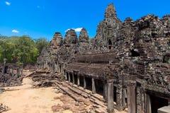 Las ruinas antiguas de un templo histórico del Khmer en el compl del templo Foto de archivo