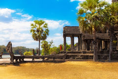 Las ruinas antiguas de un templo histórico del Khmer en el compl del templo Imágenes de archivo libres de regalías